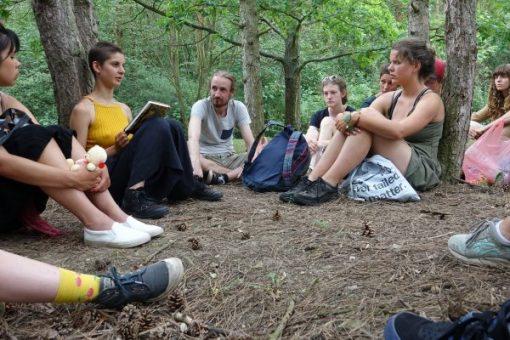 bos groepje mensen geel shirt Open Dag